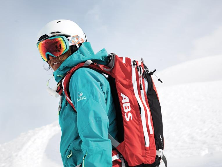 Giro_Snow14_IzzyLynch_Portrait
